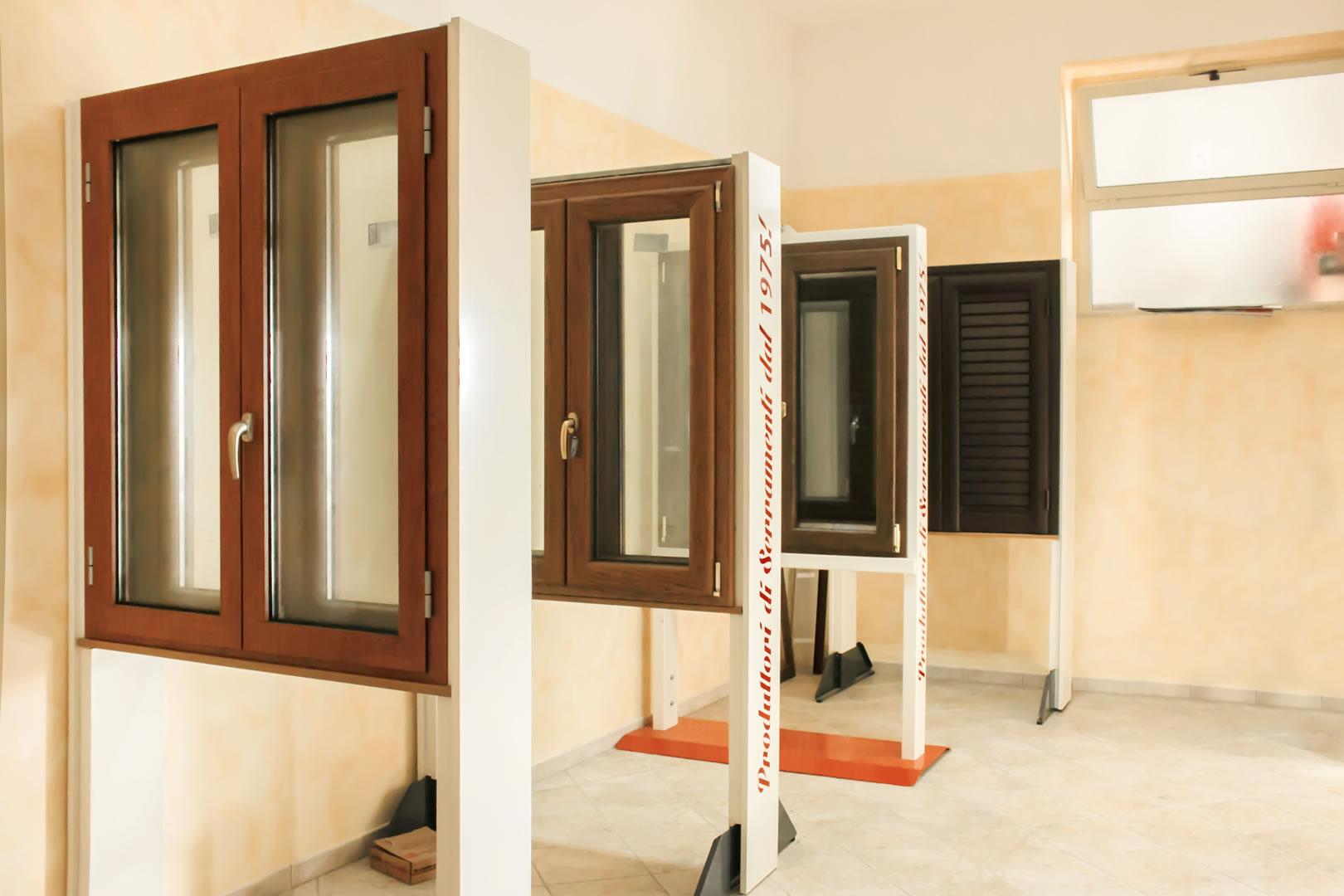 Finestre metalcentro - Showroom porte e finestre ...